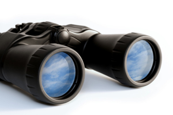 binoculars-690